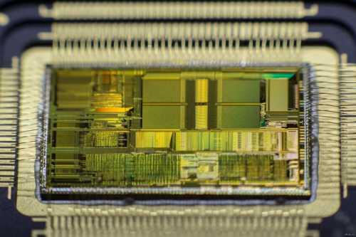 intel представила первый процессор для систем искусственного интеллекта